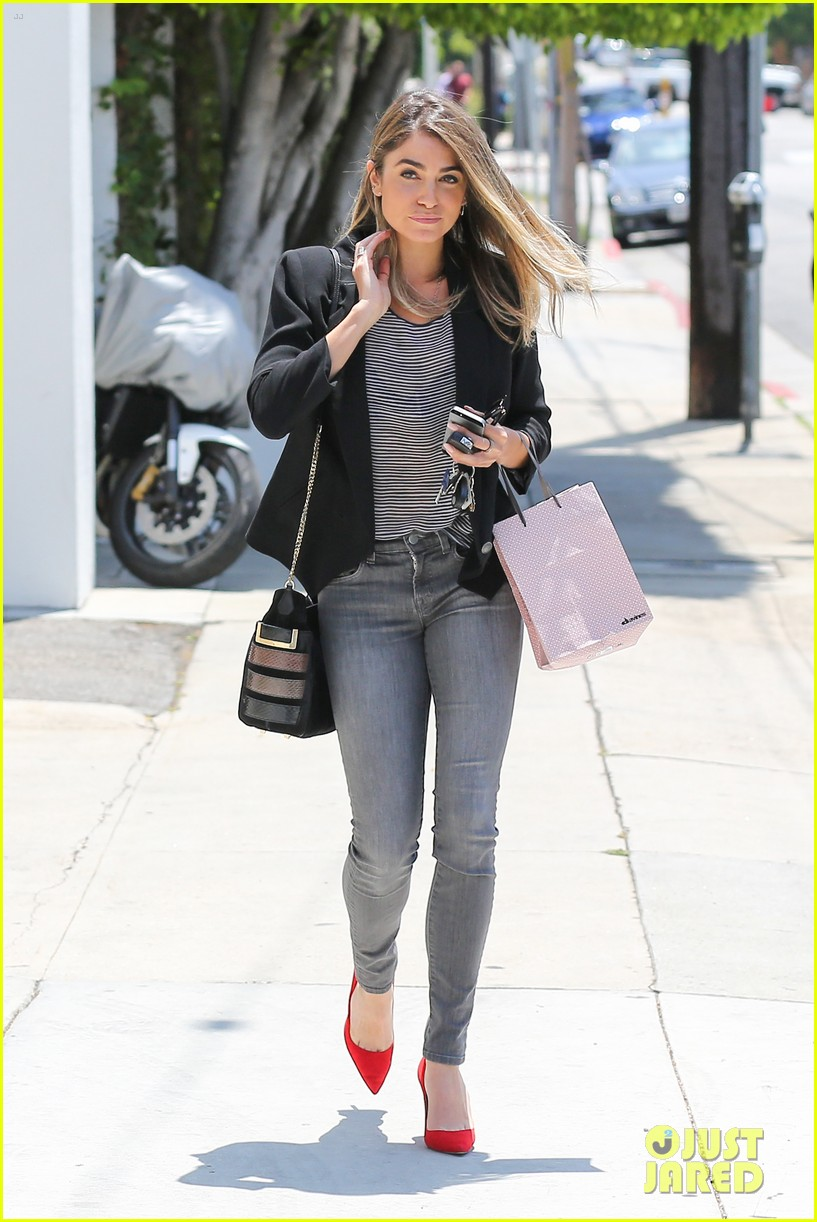 nikki reed blonde sunday horse 073120925