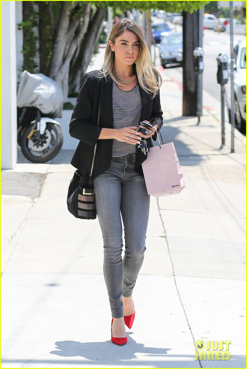 nikki reed blonde sunday horse 123120930
