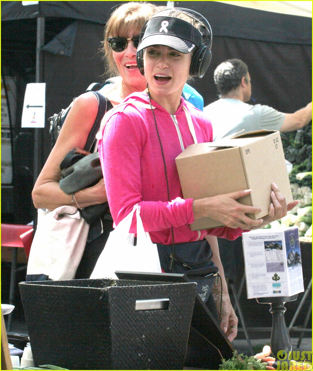 nikki reed is all smiles at the farmers market083122110