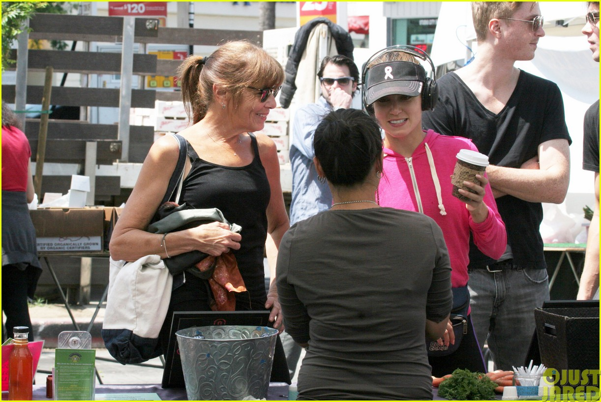 nikki reed is all smiles at the farmers market113122113