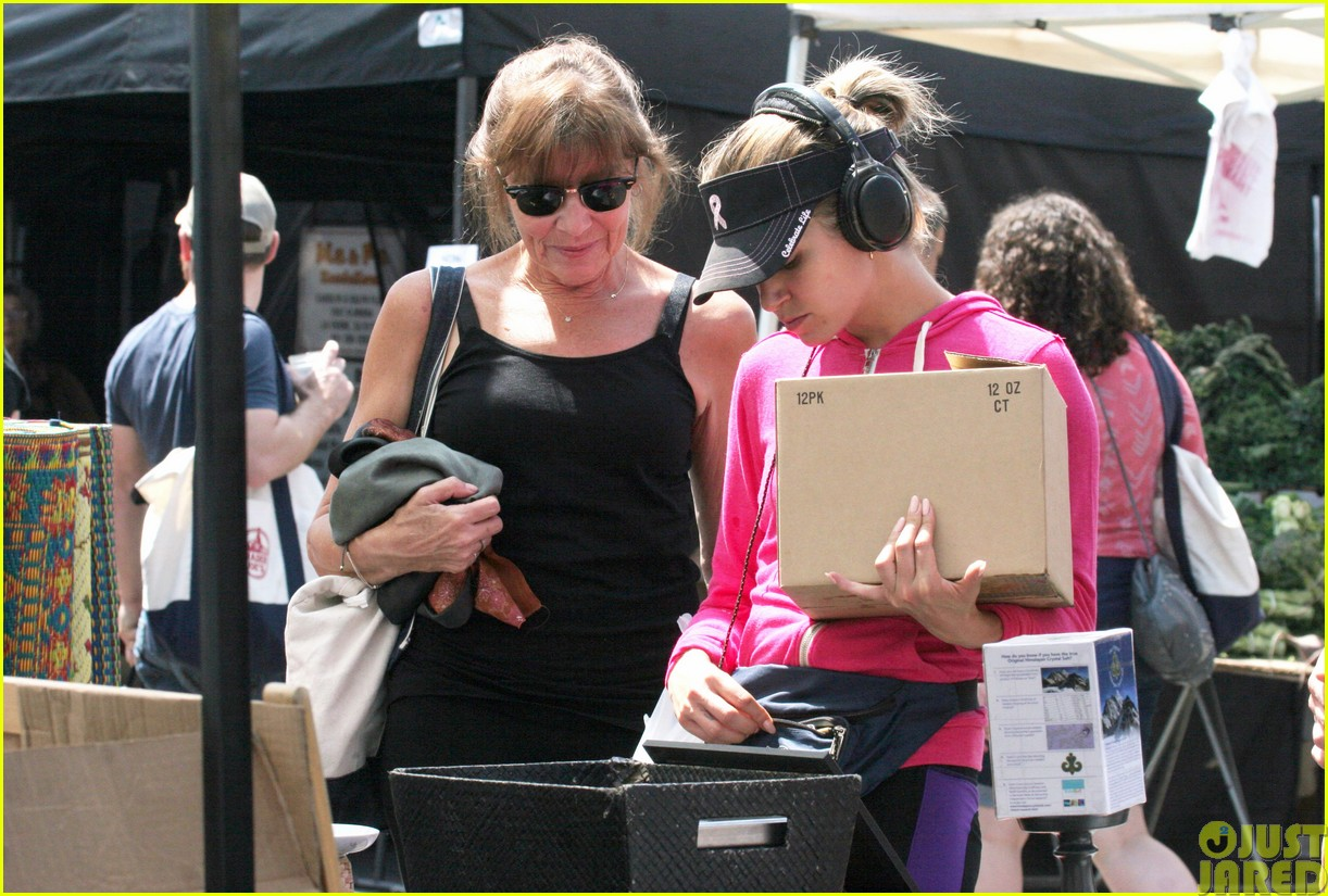 nikki reed is all smiles at the farmers market123122114