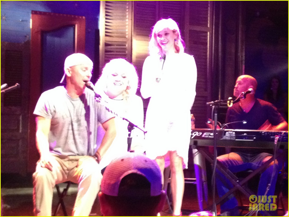 reese witherspoon sings jackson kenny chesney video 123116360