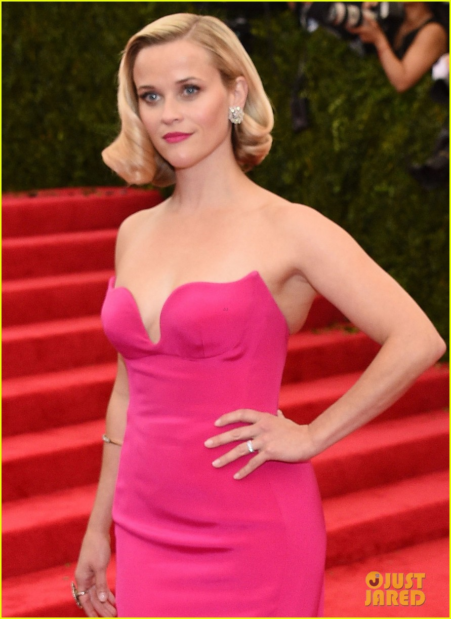 reese witherspoon met ball 2014 red carpet 023106135