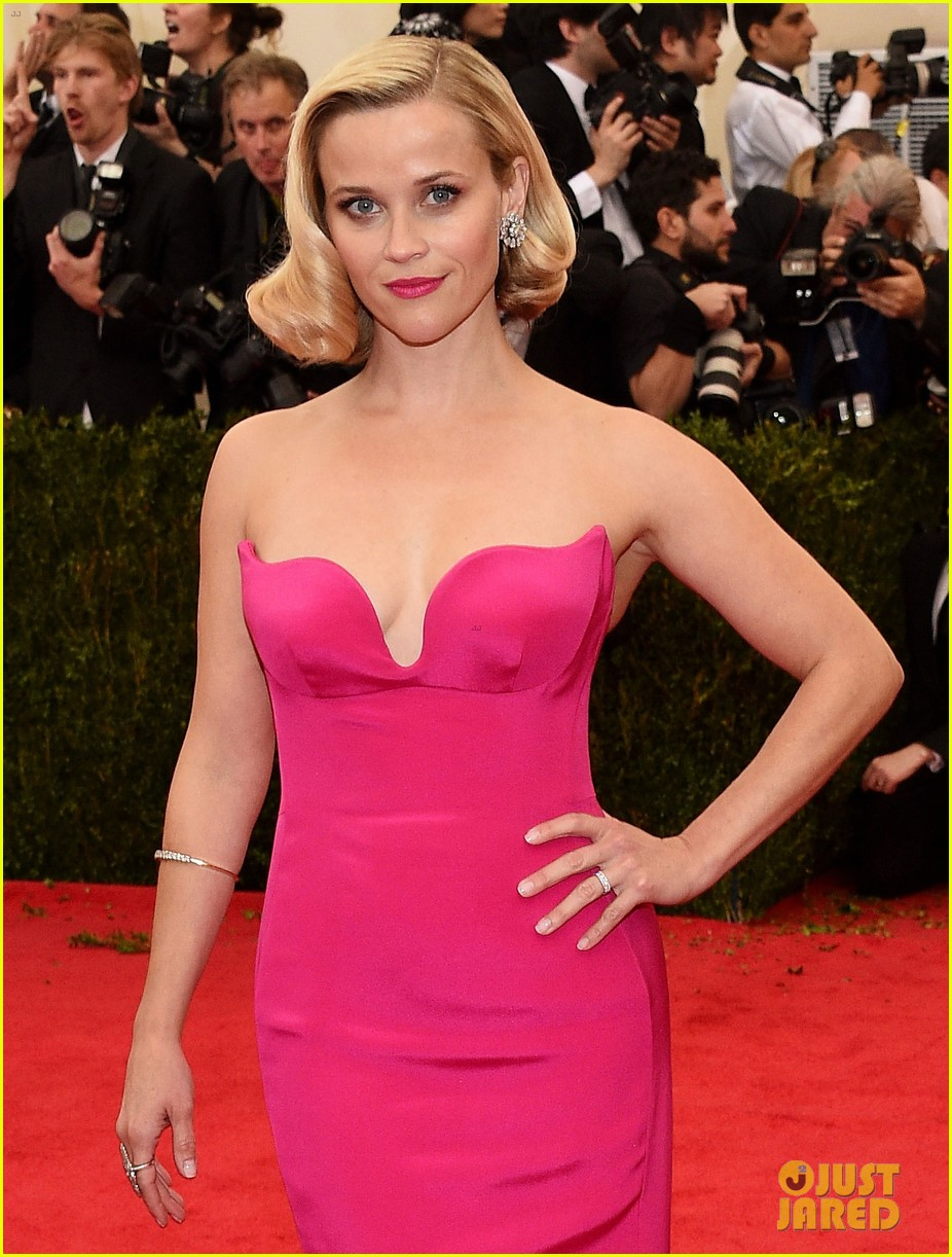 reese witherspoon met ball 2014 red carpet 043106137