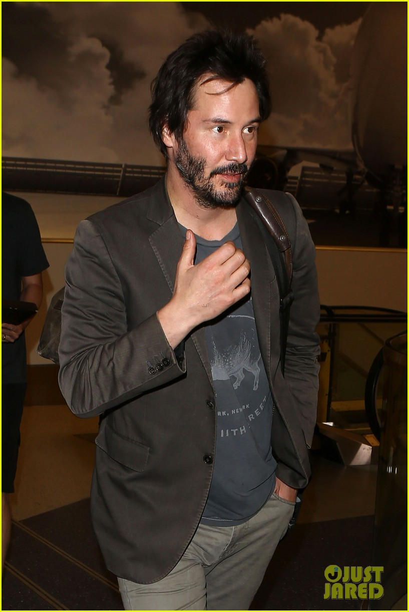 keanu reeves gets swarmed by fans at lax airport 04