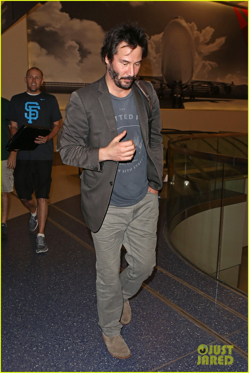 keanu reeves gets swarmed by fans at lax airport 063125027