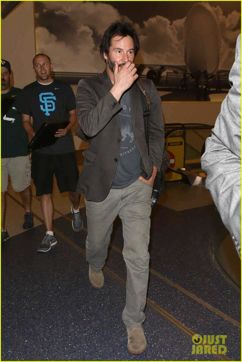 keanu reeves gets swarmed by fans at lax airport 093125030