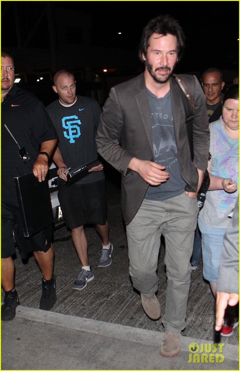 keanu reeves gets swarmed by fans at lax airport 18