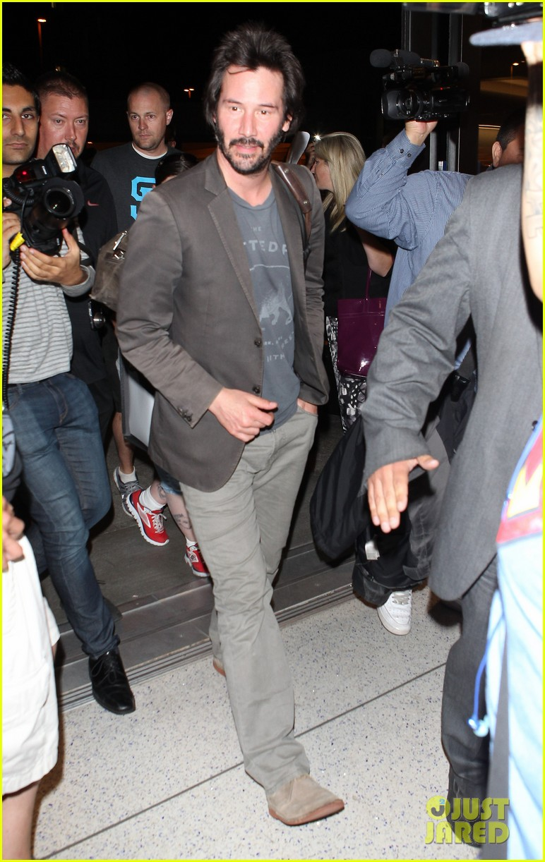 keanu reeves gets swarmed by fans at lax airport 203125041