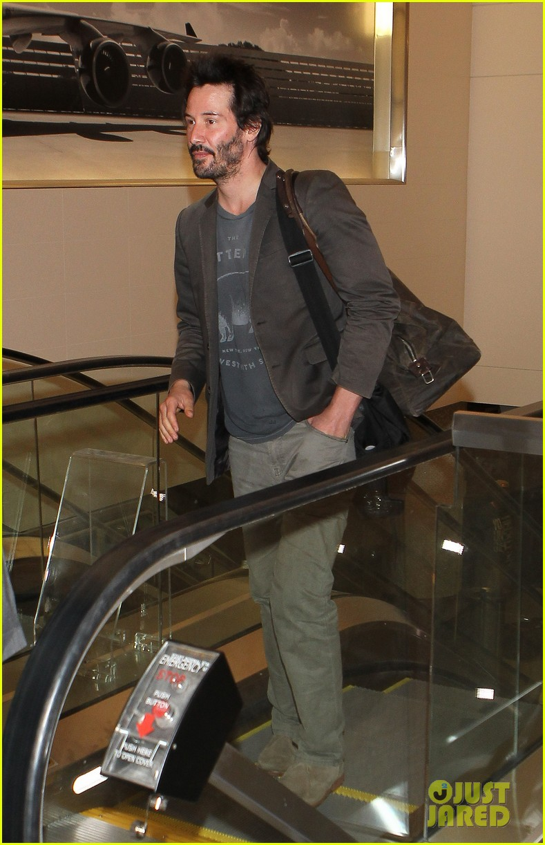 keanu reeves gets swarmed by fans at lax airport 213125042