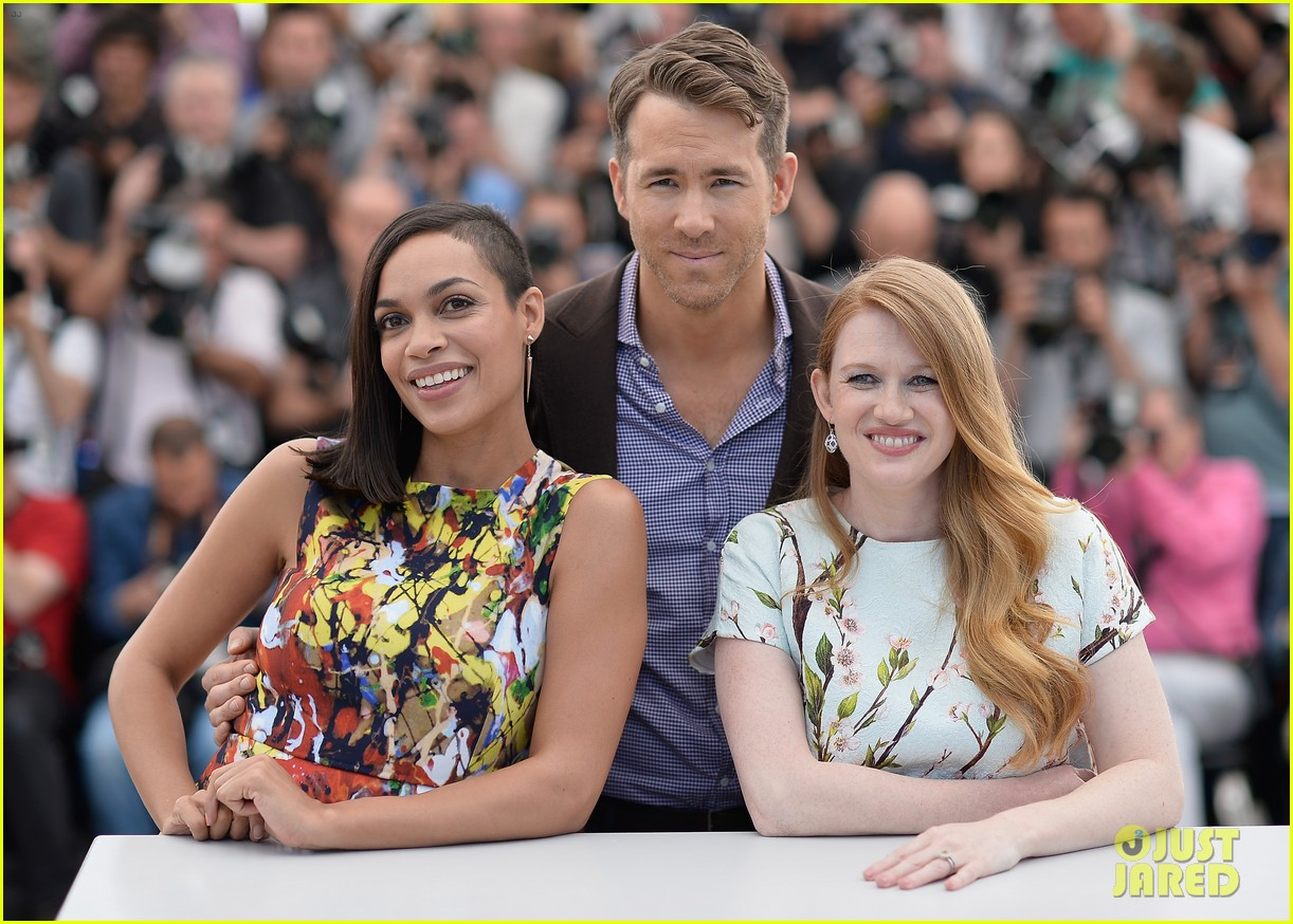 ryan reynolds rosario dawson hit up the cannes festival 013114864