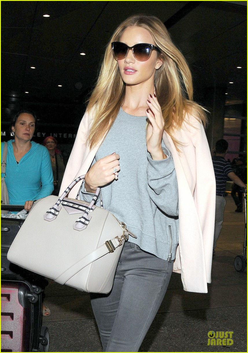 rosie huntington whiteley experience slum life in cambodia 023125344