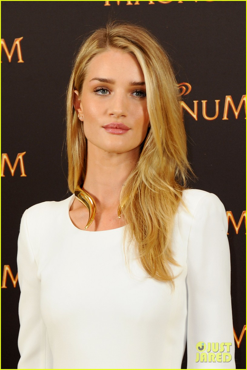 rosie huntington whiteley debuts new magnum short film 023117391