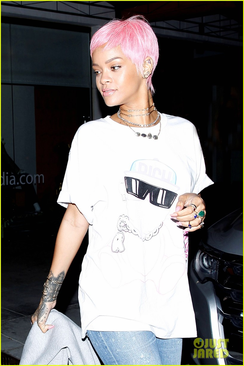 rihanna takes 11 spot on maxims top 100 013118165