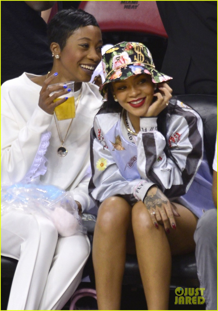 rihanna cheers on lebron james at nets heat game 073109071