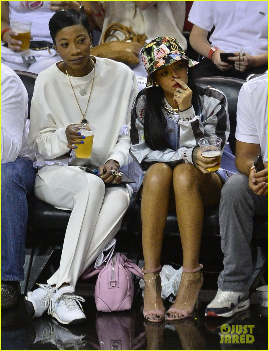 rihanna cheers on lebron james at nets heat game 103109074