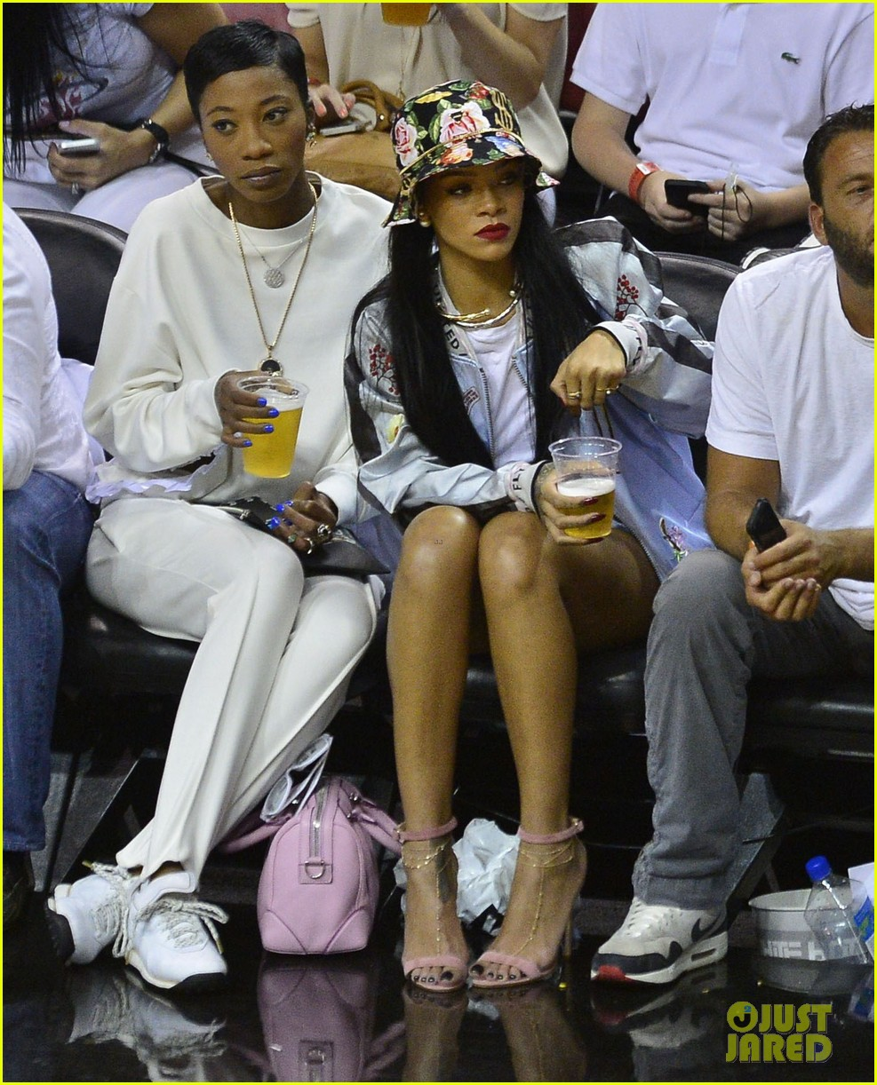 rihanna cheers on lebron james at nets heat game 113109075