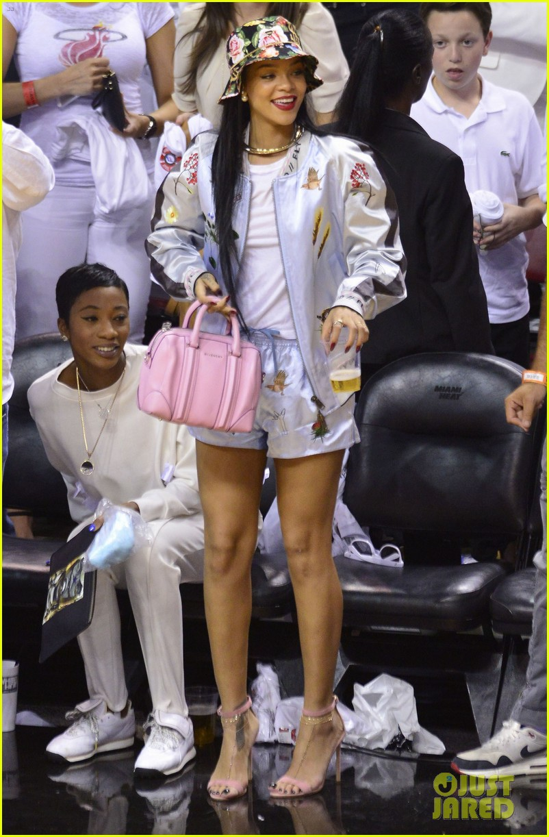 rihanna cheers on lebron james at nets heat game 273109091