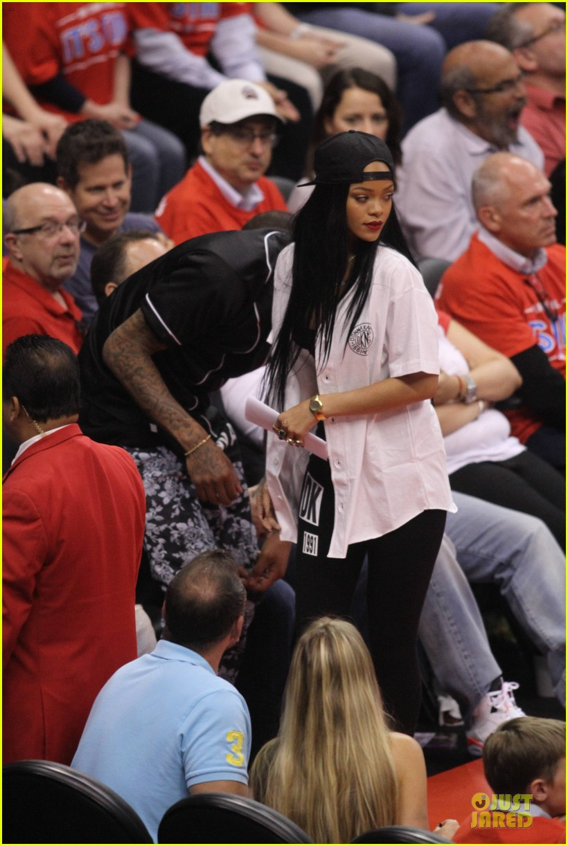 rihanna melissa forde cheer on clippers 013109951