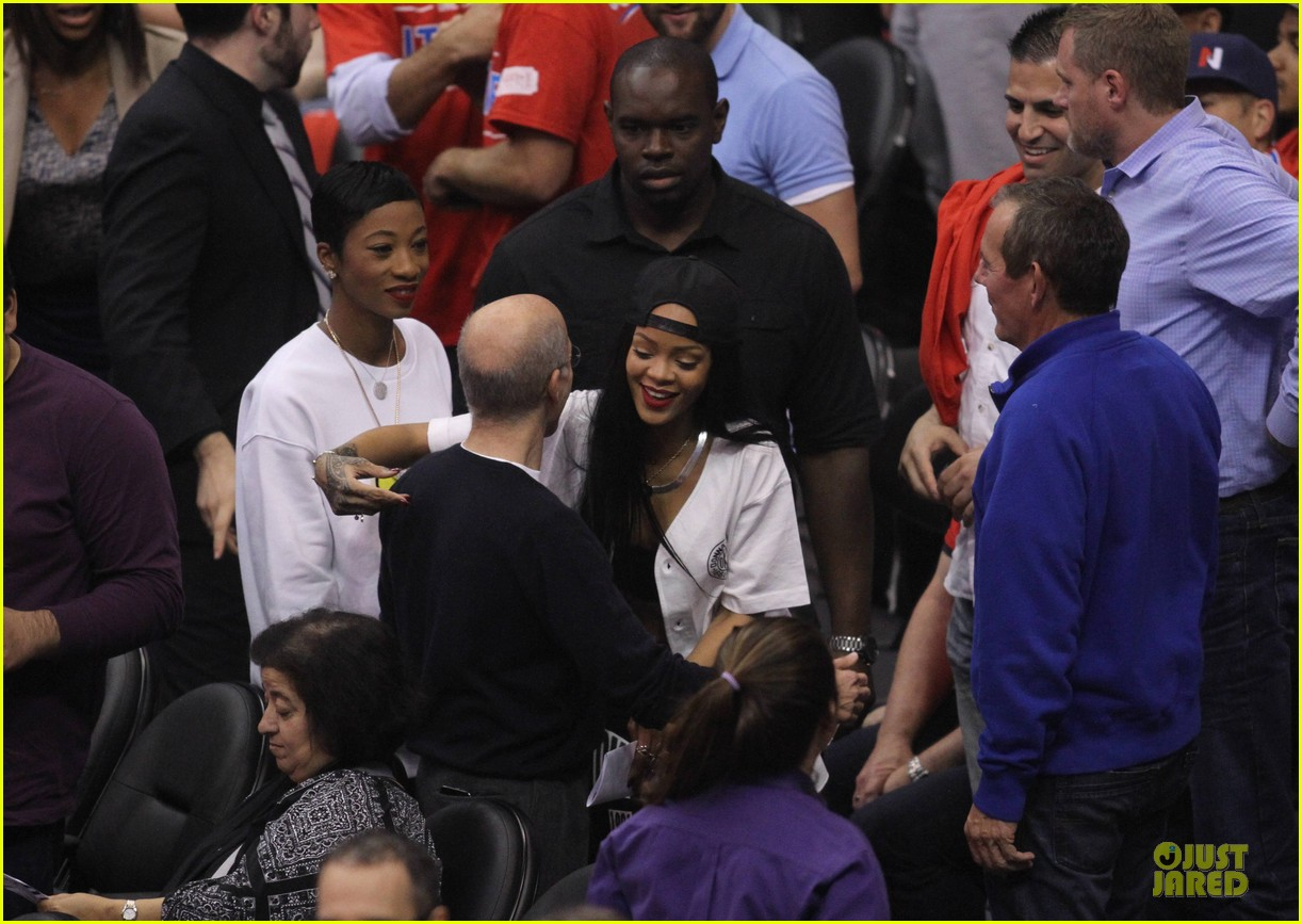 rihanna melissa forde cheer on clippers 023109952