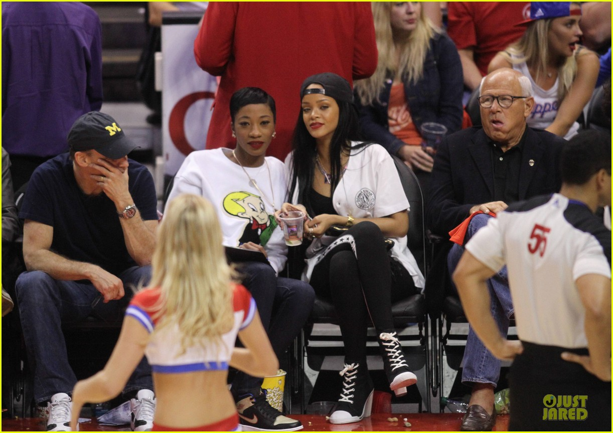 rihanna melissa forde cheer on clippers 033109953