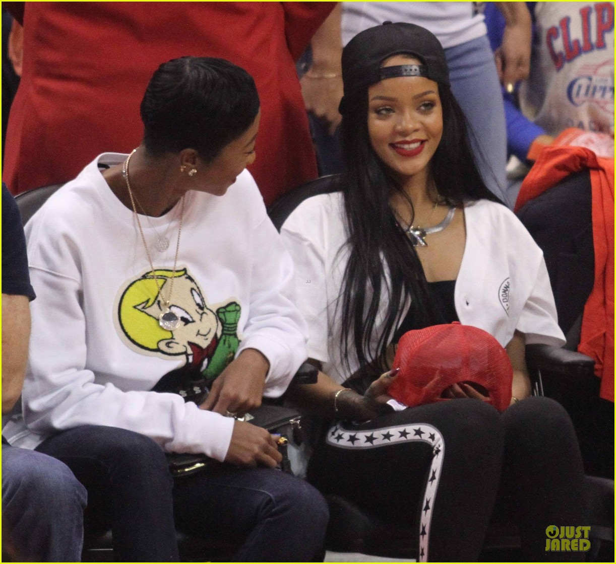 rihanna melissa forde cheer on clippers 043109954