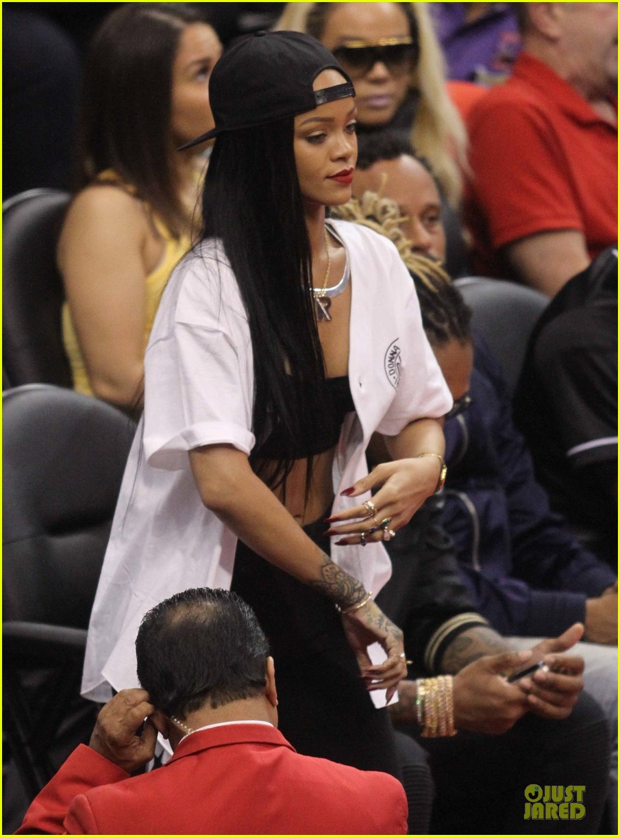 rihanna melissa forde cheer on clippers 063109956