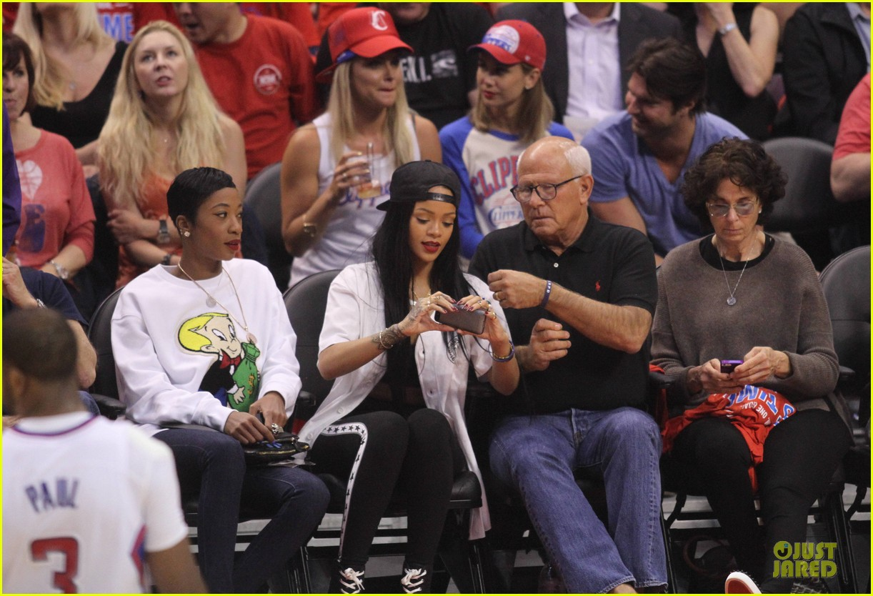 rihanna melissa forde cheer on clippers 073109957