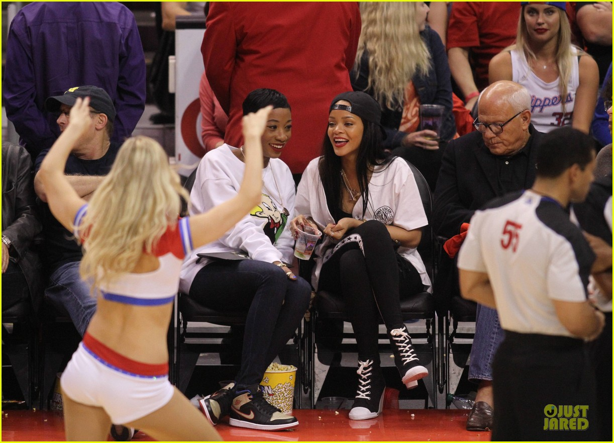 rihanna melissa forde cheer on clippers 103109960