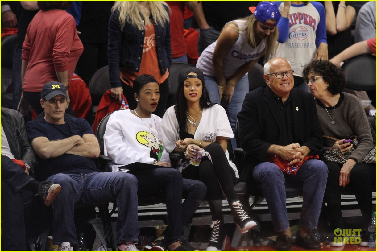 rihanna melissa forde cheer on clippers 113109961