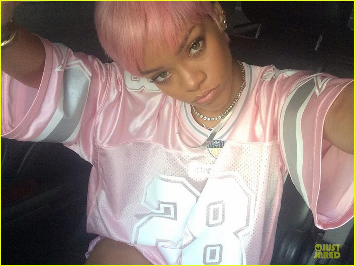 rihanna calls herself ghetto in pink football jersey 043122267