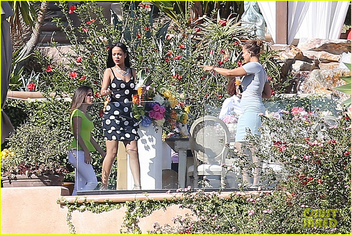 rihanna spends mothers day with family at malibu mansion 063111575