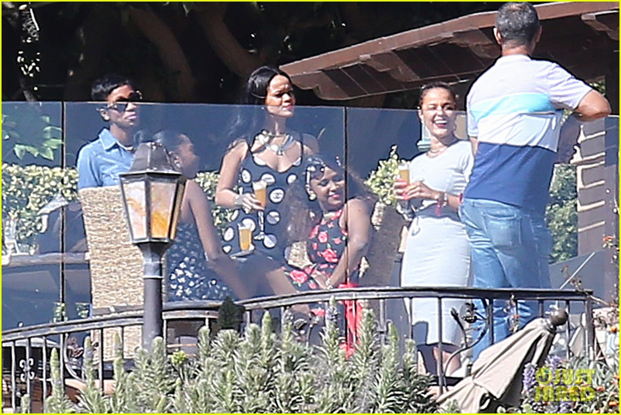 rihanna spends mothers day with family at malibu mansion 093111578
