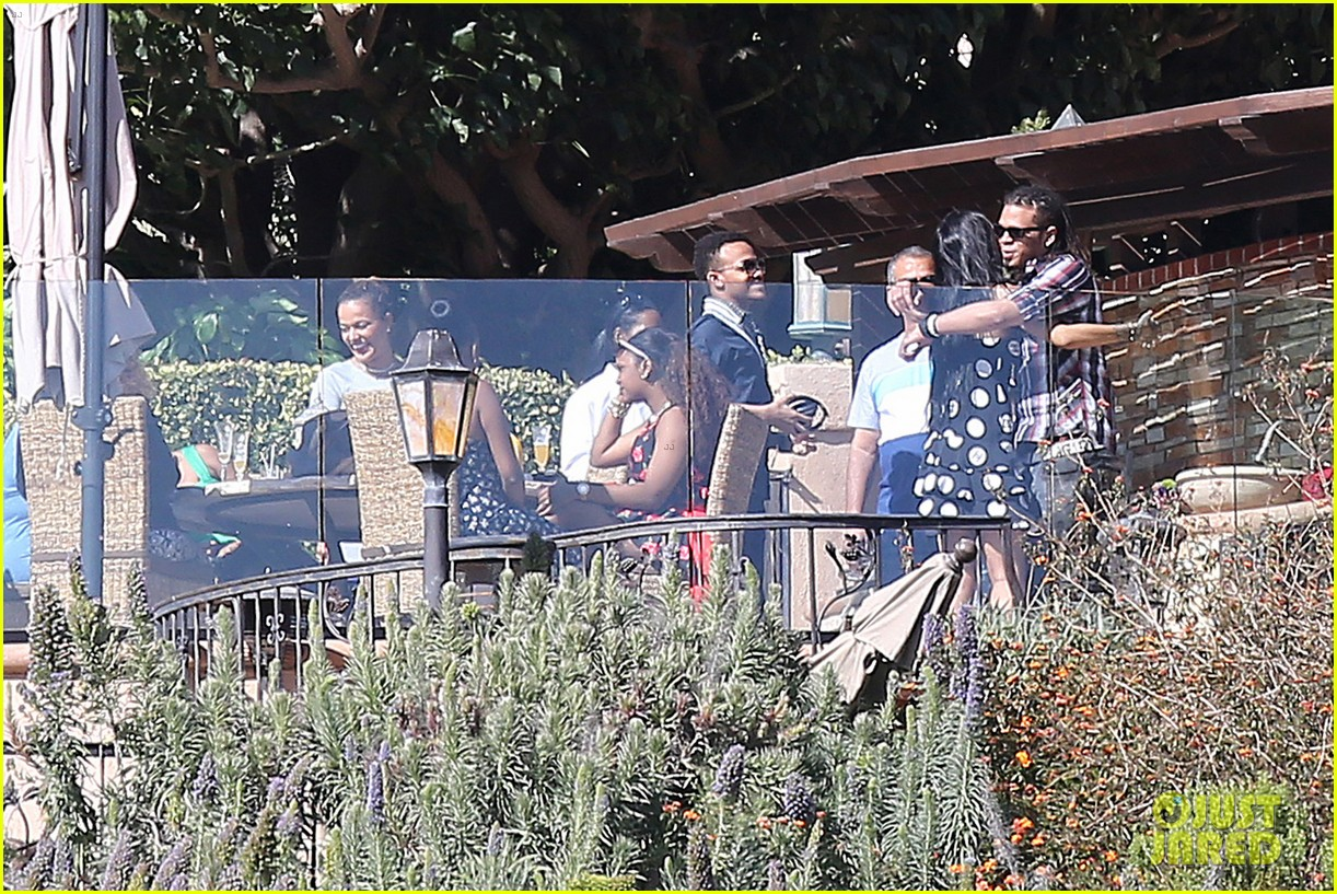 rihanna spends mothers day with family at malibu mansion 113111580