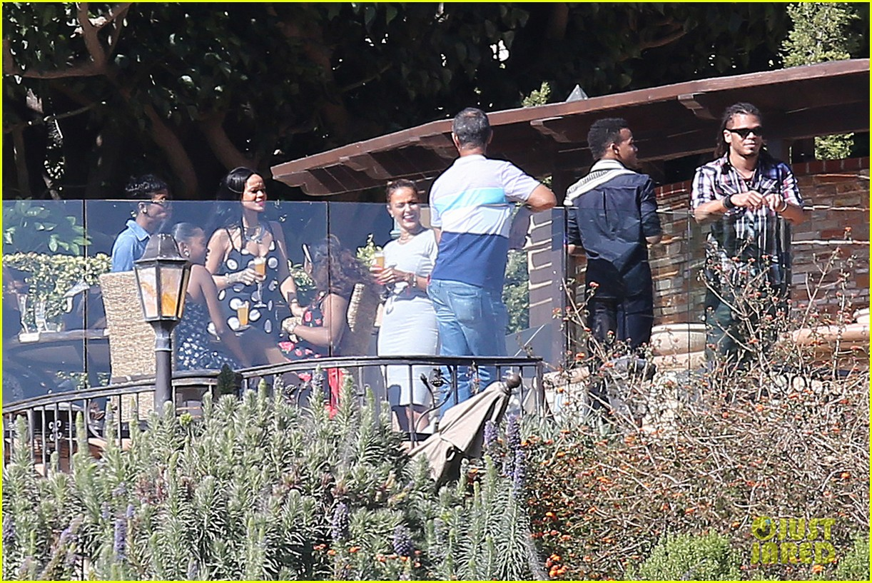 rihanna spends mothers day with family at malibu mansion 133111582