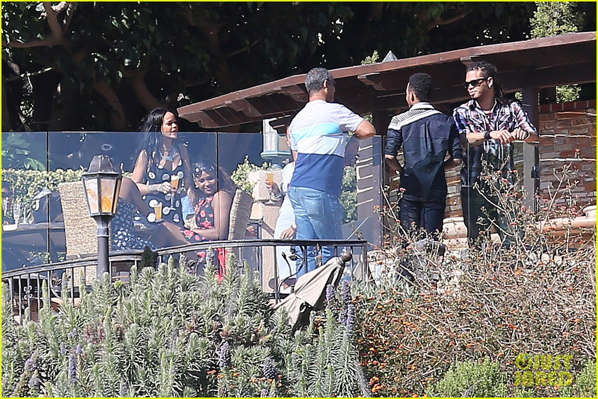 rihanna spends mothers day with family at malibu mansion 143111583