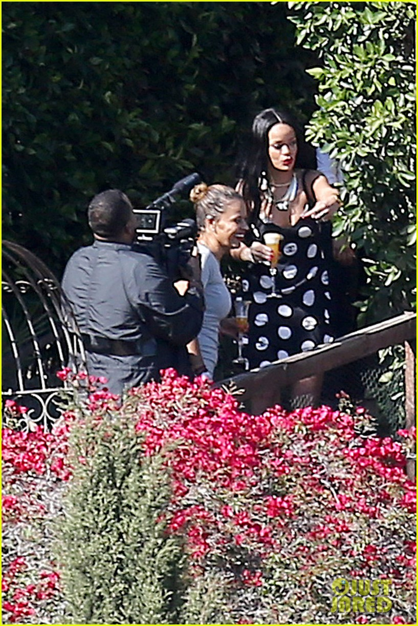 rihanna spends mothers day with family at malibu mansion 153111584