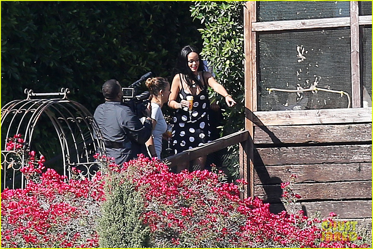 rihanna spends mothers day with family at malibu mansion 173111586