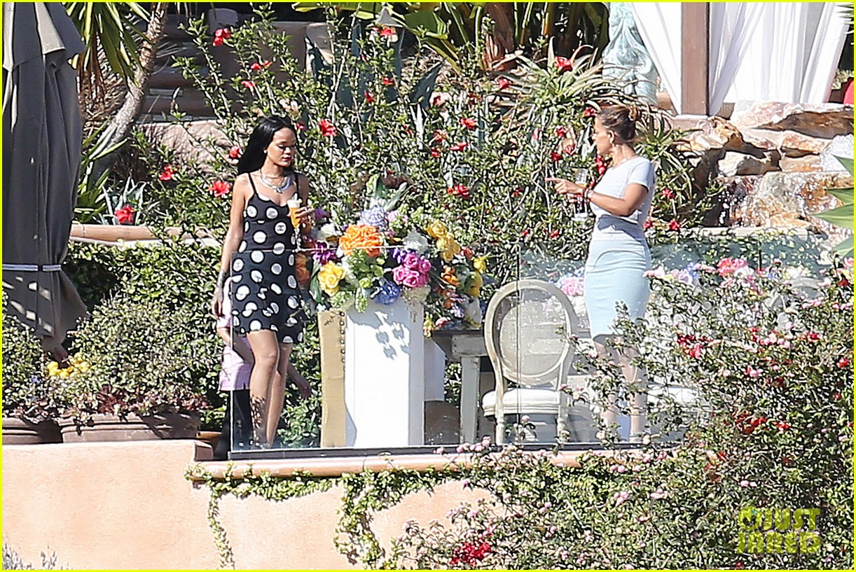 rihanna spends mothers day with family at malibu mansion 183111587