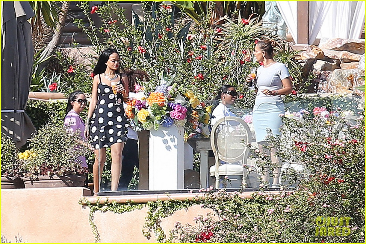 rihanna spends mothers day with family at malibu mansion 203111589