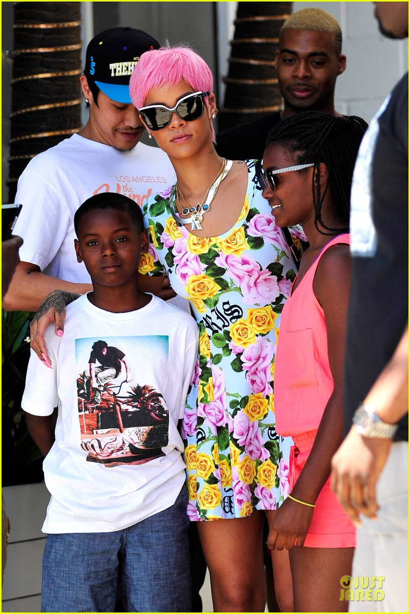 rihanna thinks summer needs to slow down a little in la 023115237