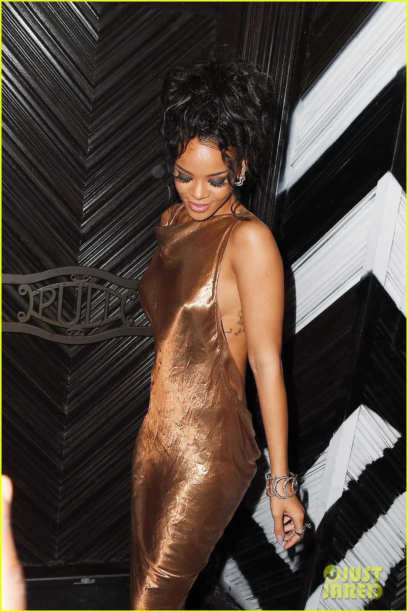 rihanna is golden goddess at met ball 2014 after party 02
