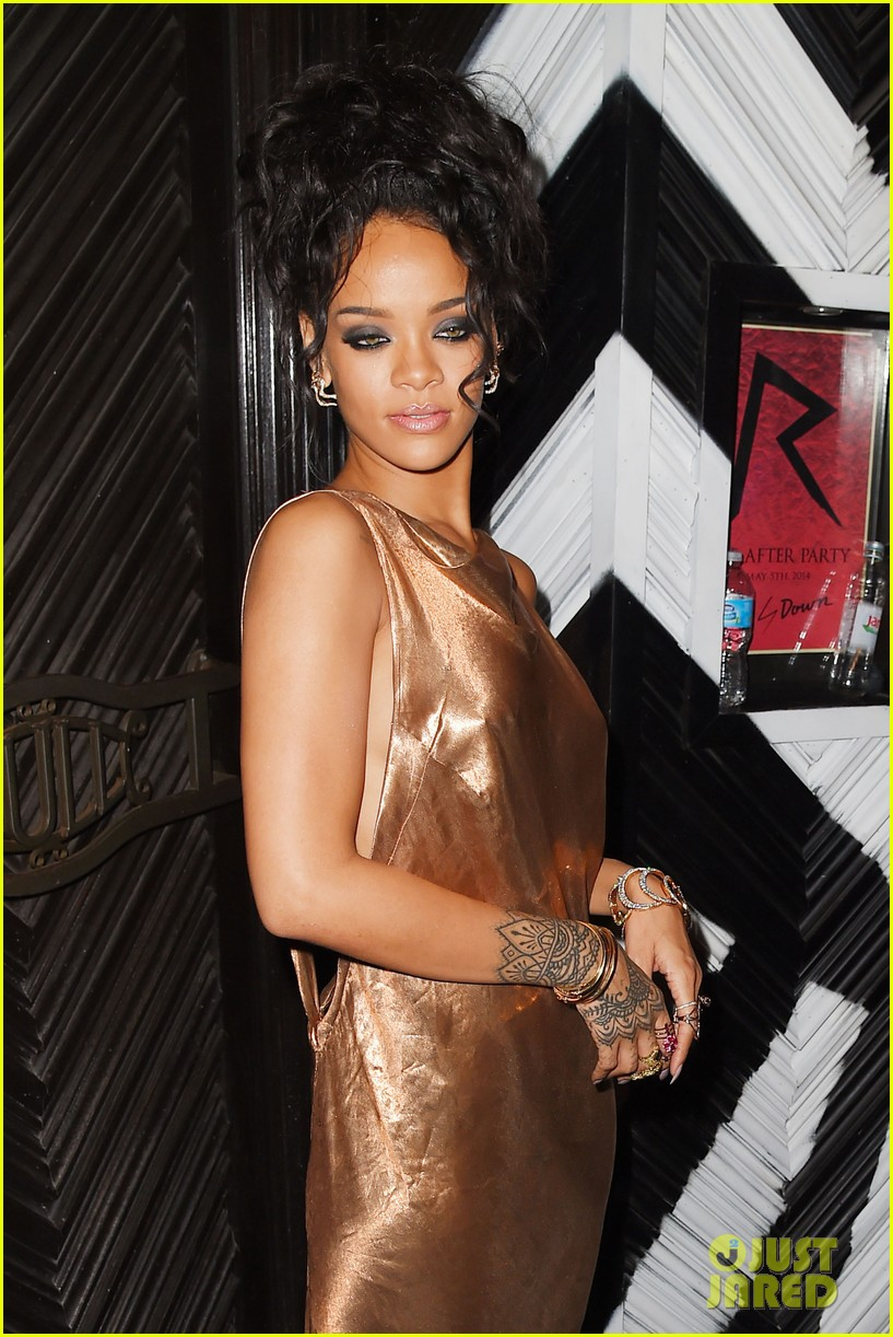 rihanna is golden goddess at met ball 2014 after party 03