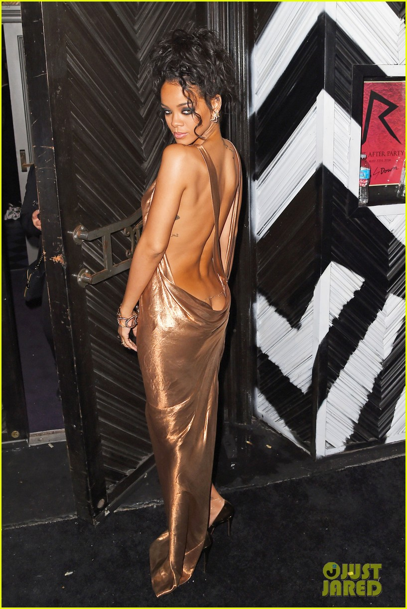 rihanna is golden goddess at met ball 2014 after party 07