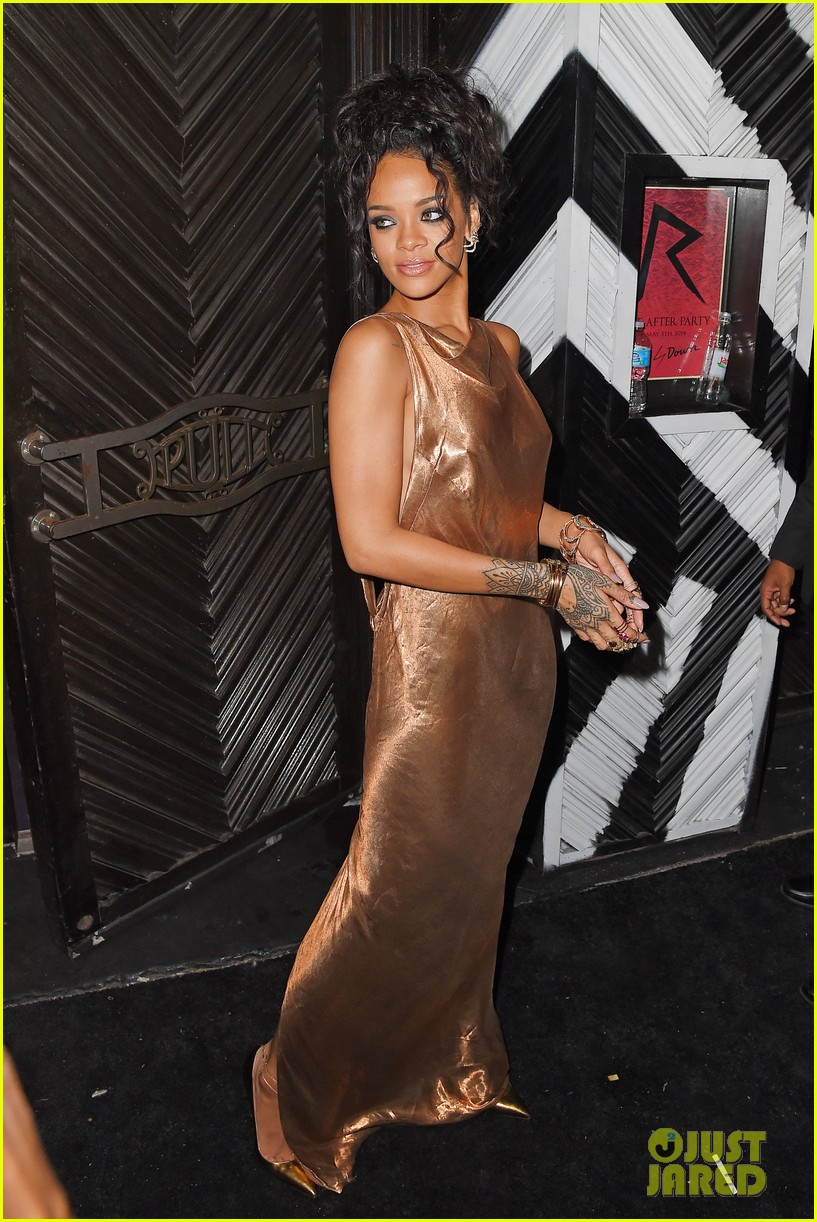 rihanna is golden goddess at met ball 2014 after party 09