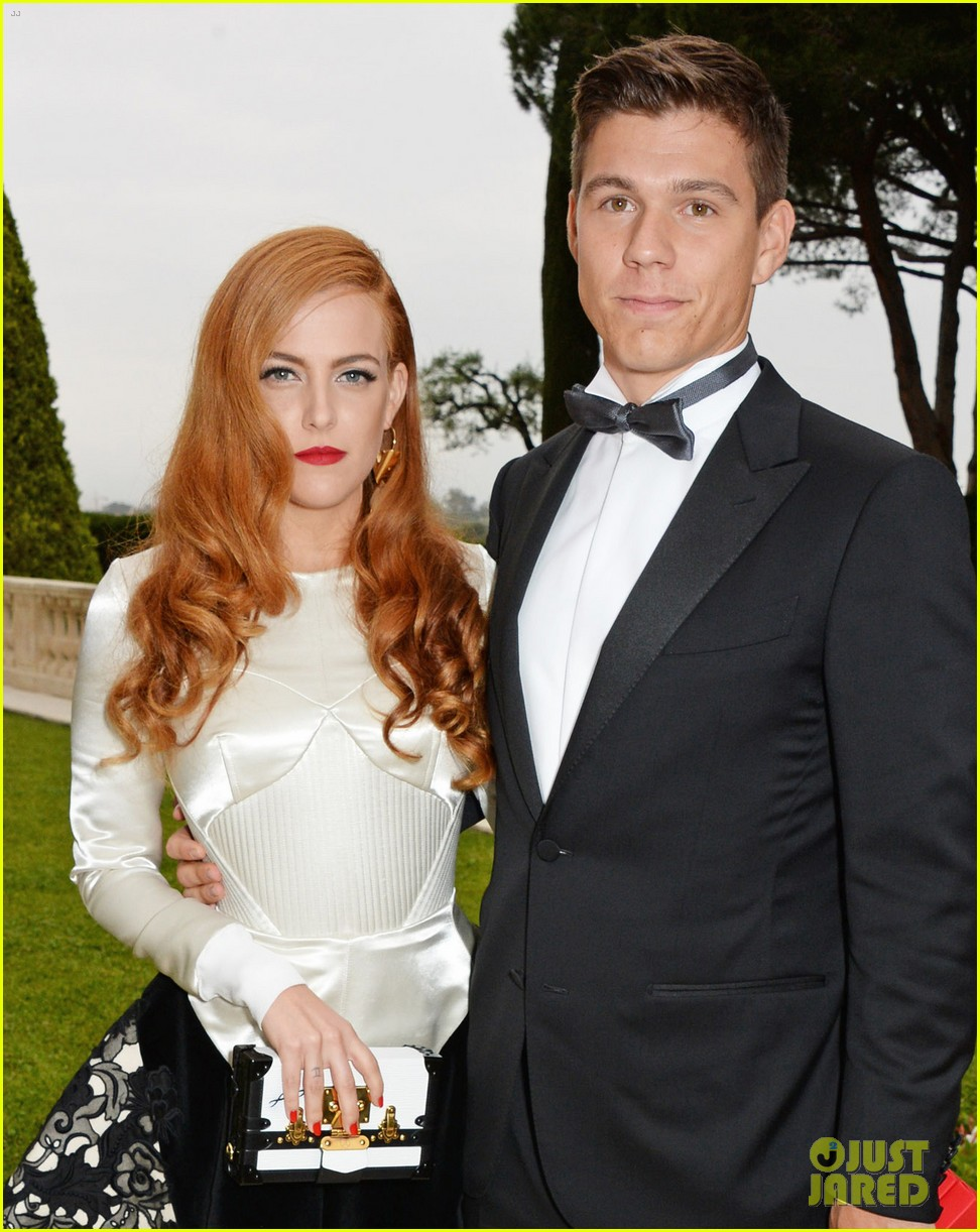 riley keough amfar 2014 cannes 083119991