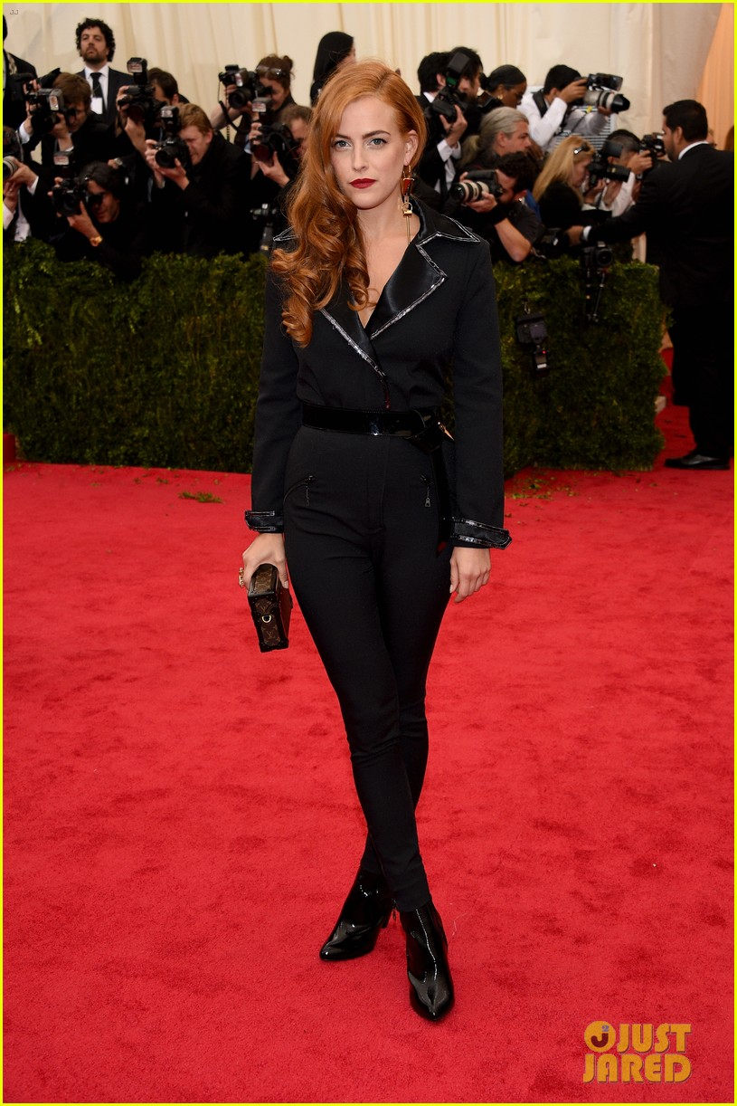 riley keough met ball 2014 red carpet 023106341