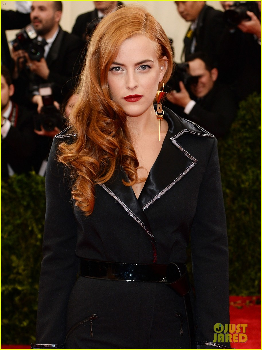 riley keough met ball 2014 red carpet 053106344