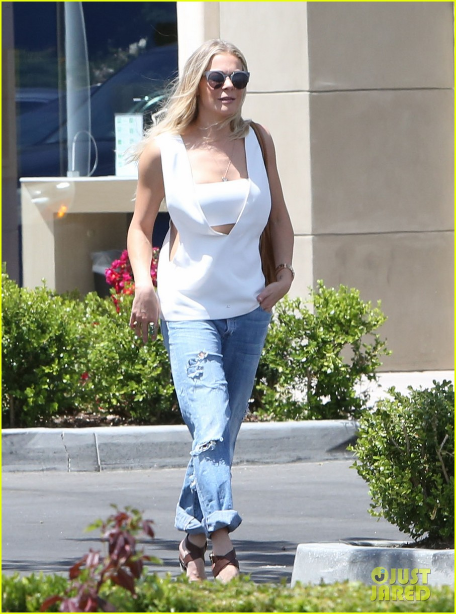 leann rimes shows some skin in cut out tank top 013103788