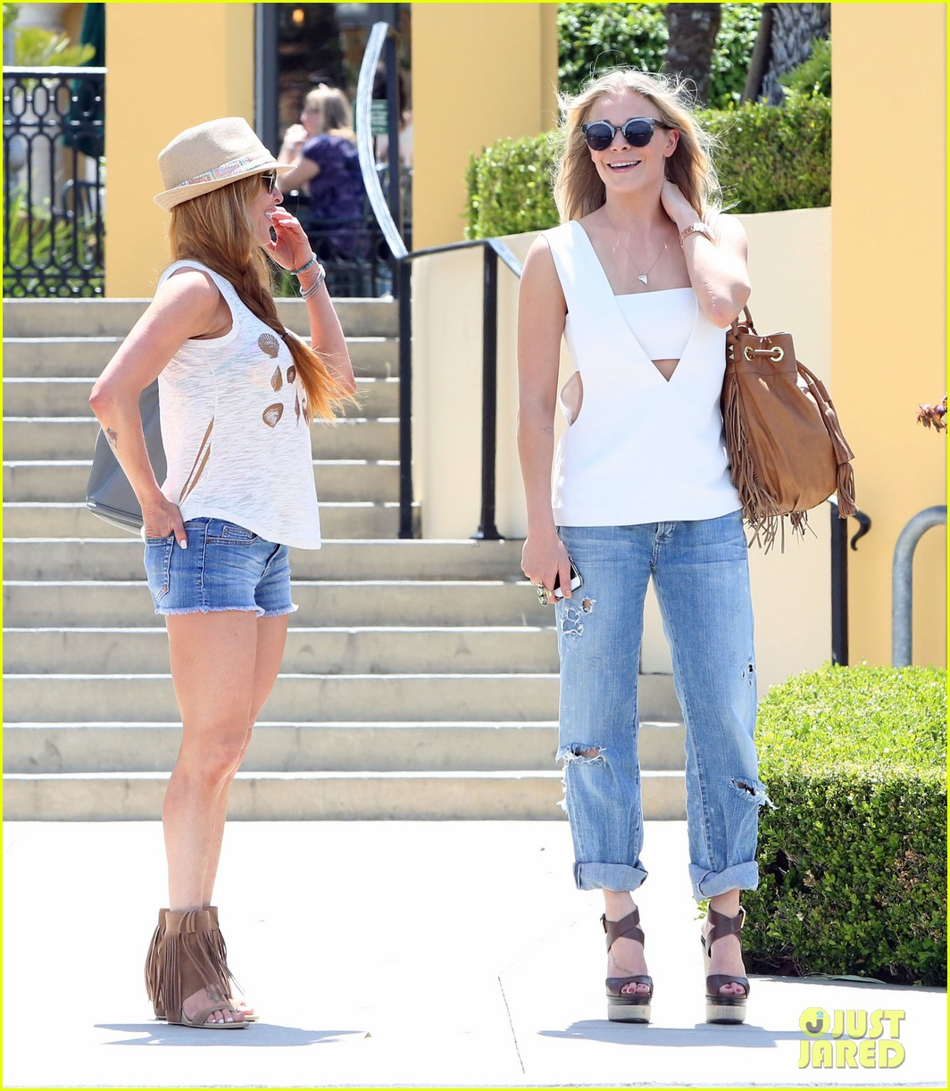 leann rimes shows some skin in cut out tank top 063103793